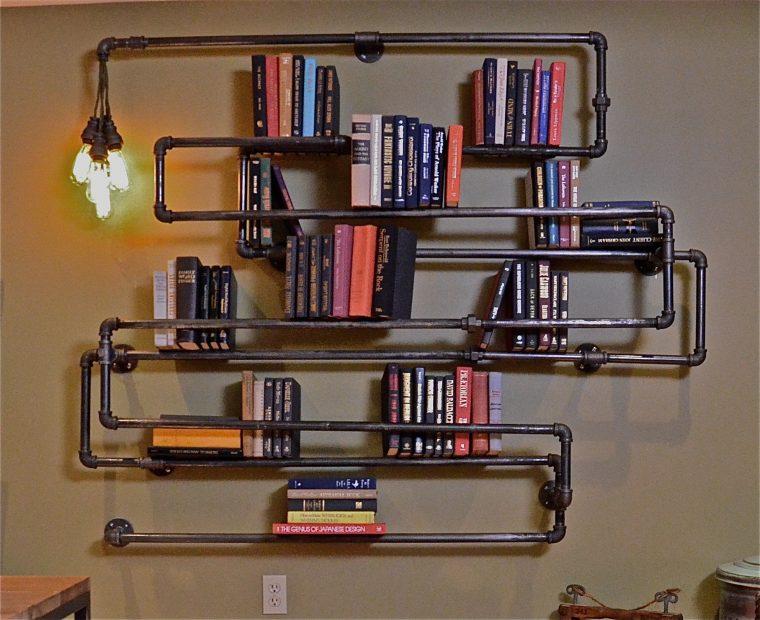 Mẫu kệ sách treo tường độc đáo bằng ống tuýp