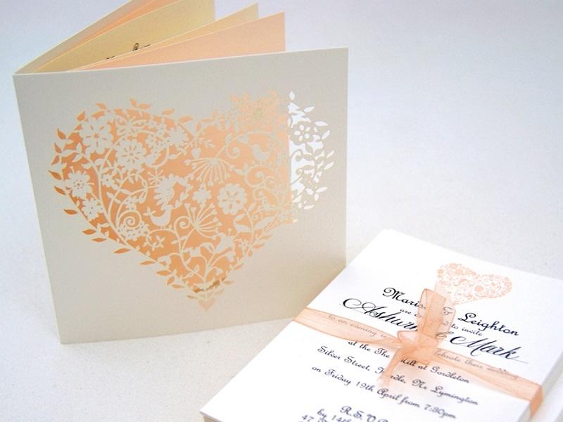 Mẫu thiệp cưới hoa văn hoạ tiết đẹp
