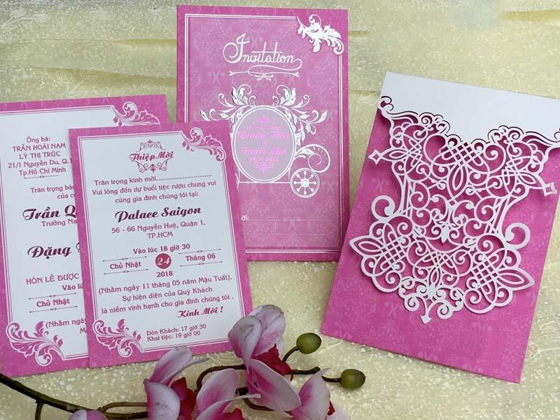 Mẫu thiệp hồng đám cưới đẹp mà đơn giản