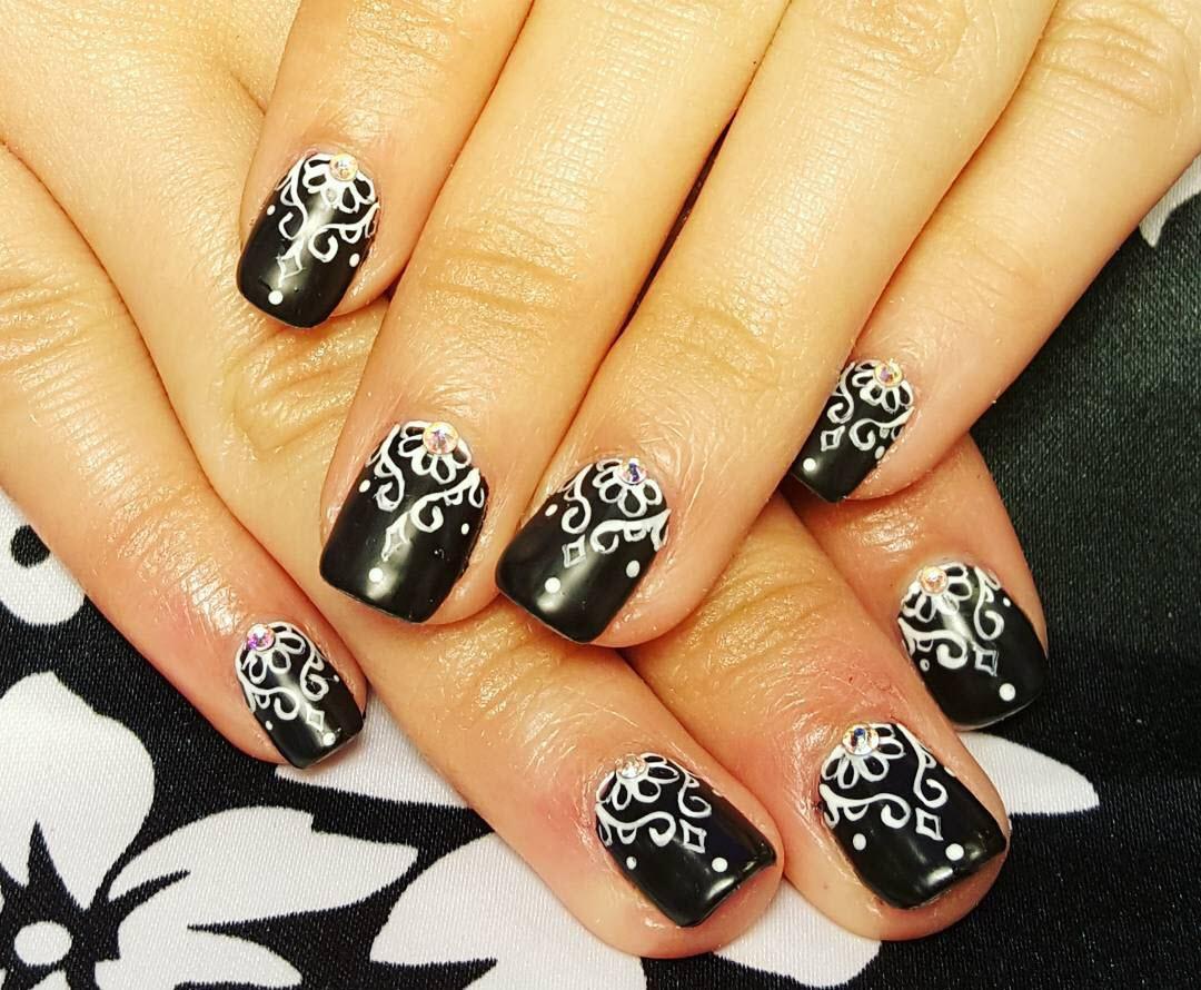 Mẫu nail đen đẹp độc đáo