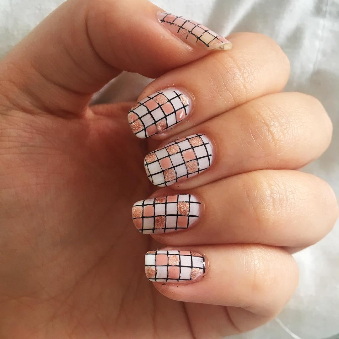 Mẫu nail kẻ đẹp