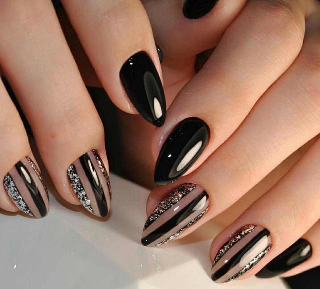 Mẫu nail màu đen sang trọng