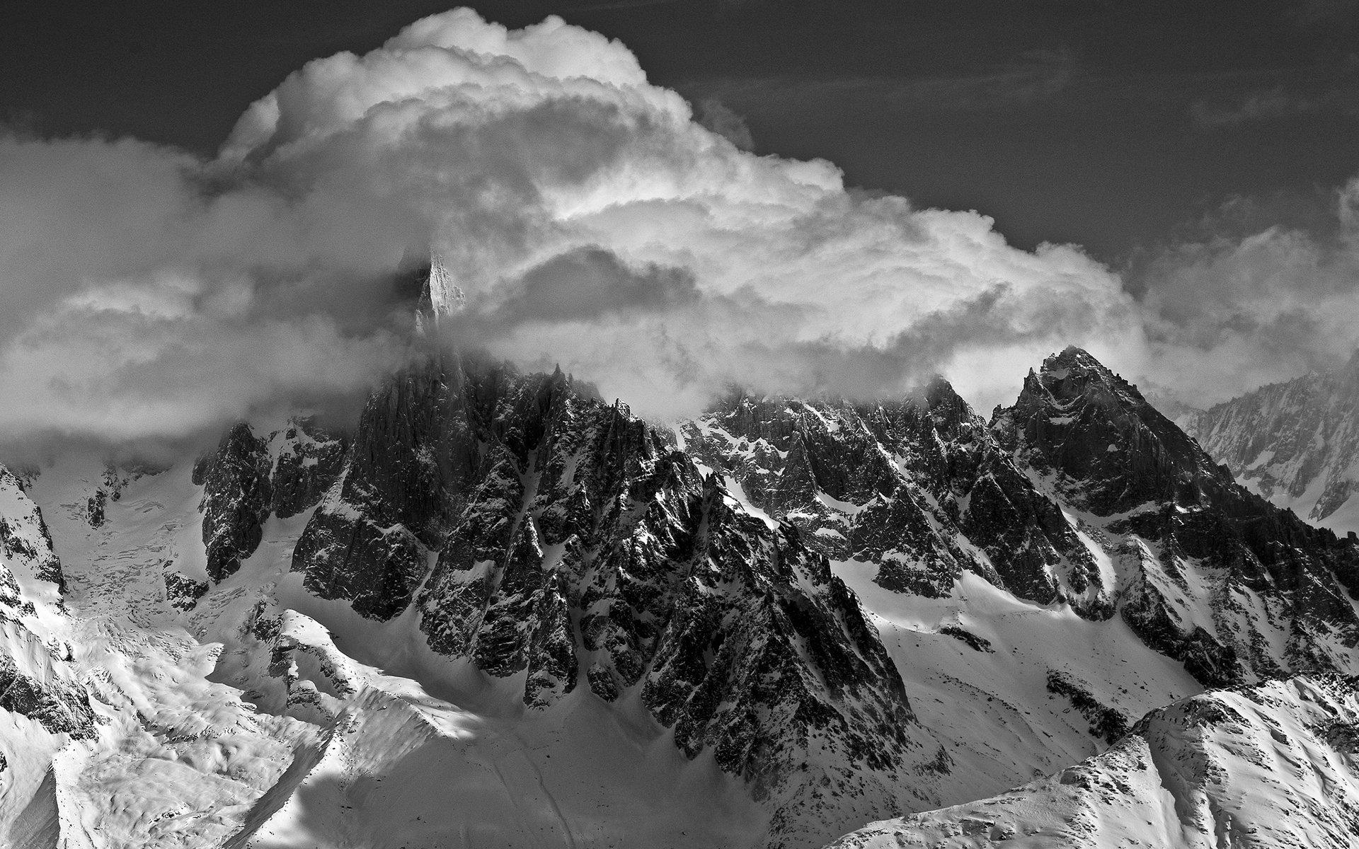 Hình nền ngọn núi trắng đen