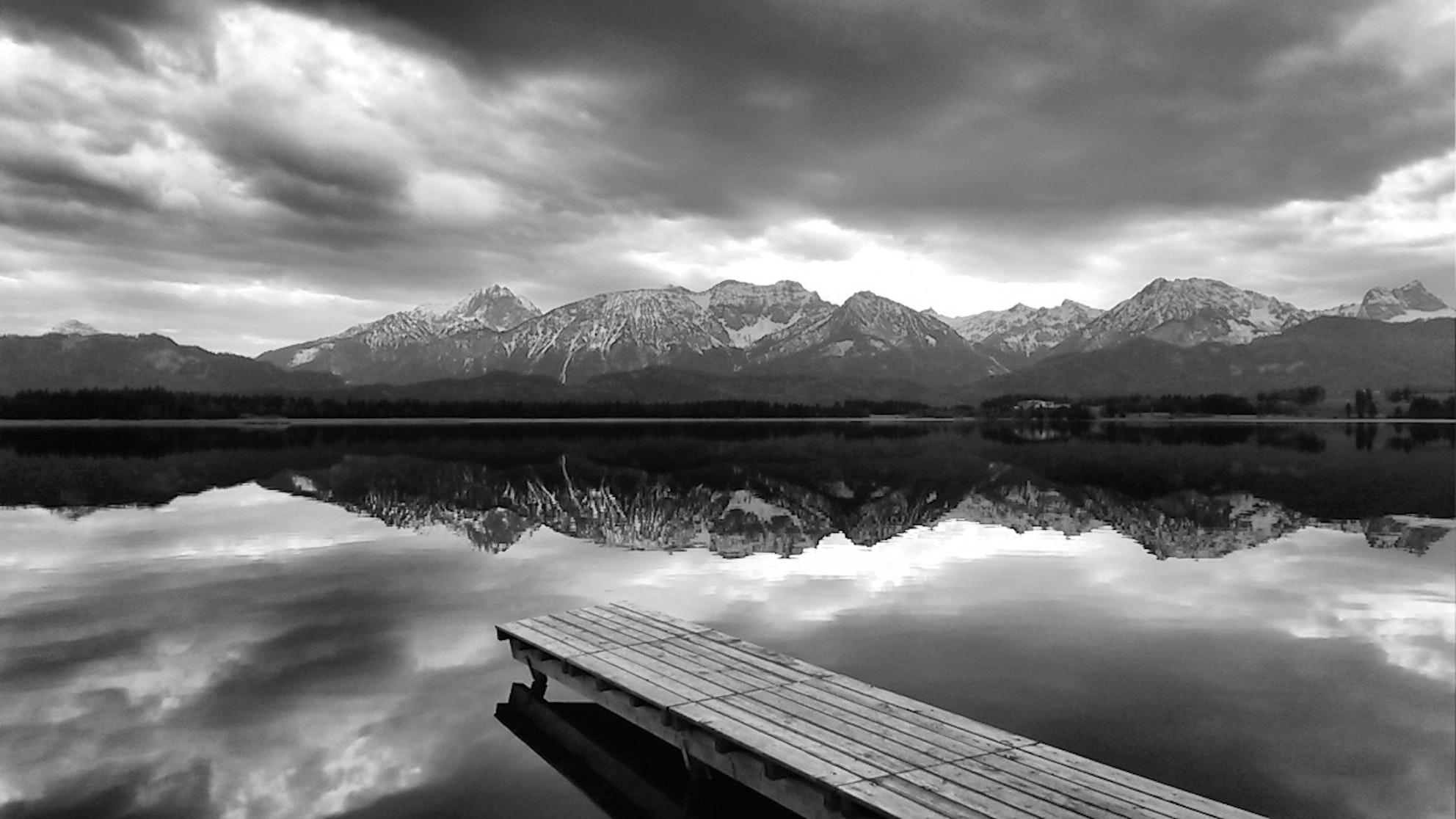 Hình nền phong cảnh trắng đen
