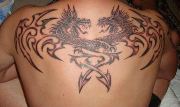 Hình xăm hai con rồng sau lưng đẹp