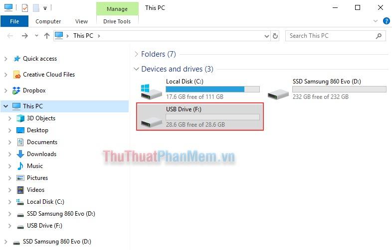 Mở This PC, sau đó tìm kiếm đến USB cần được format