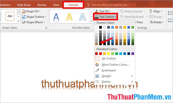 Chọn chữ và chọn Format → Text Outline → chọn màu viền cho chữ
