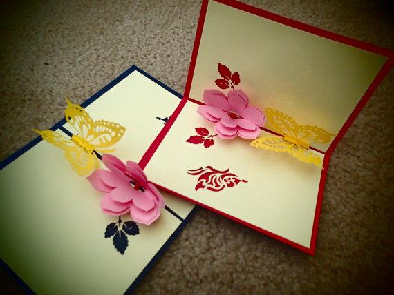 Thiệp handmade cắt giấy nổi hình hoa và bướm