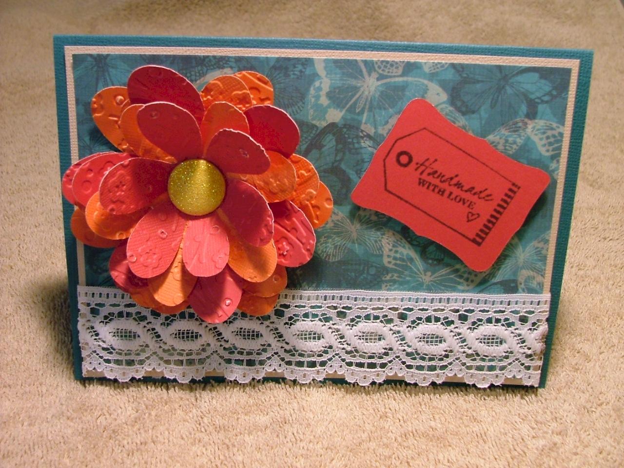 Thiệp handmade mùng tám tháng gia màu trầm nhưng vẫn tươi vui