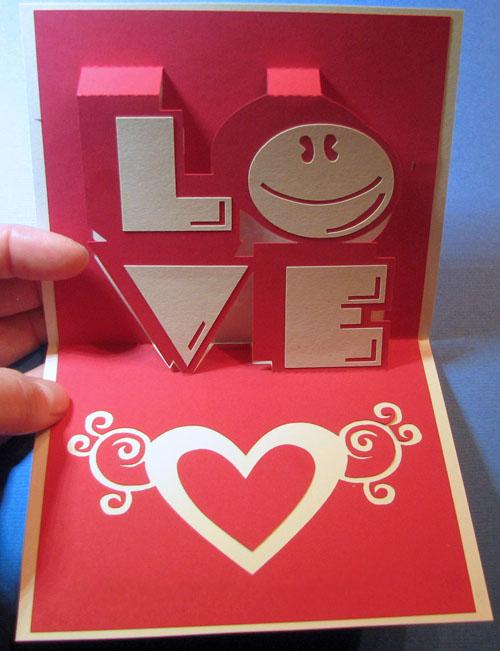 Thiệp handmade với chữ nổi Love dành tặng cho người yêu bạn nhân dịp mùng 8 tháng 3