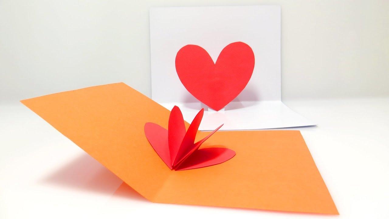 Thiệp mùng 8 tháng 3 với trái tim màu đỏ được làm handmade rất đẹp