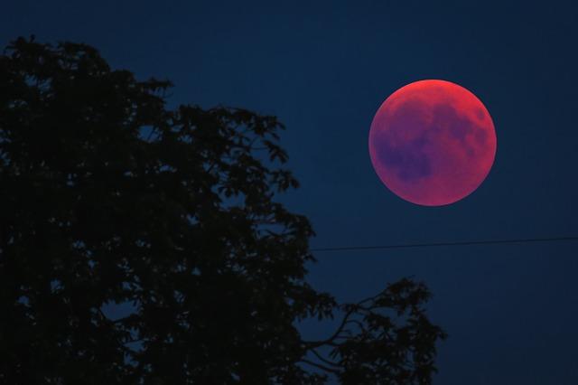Hình đẹp về mặt trăng máu