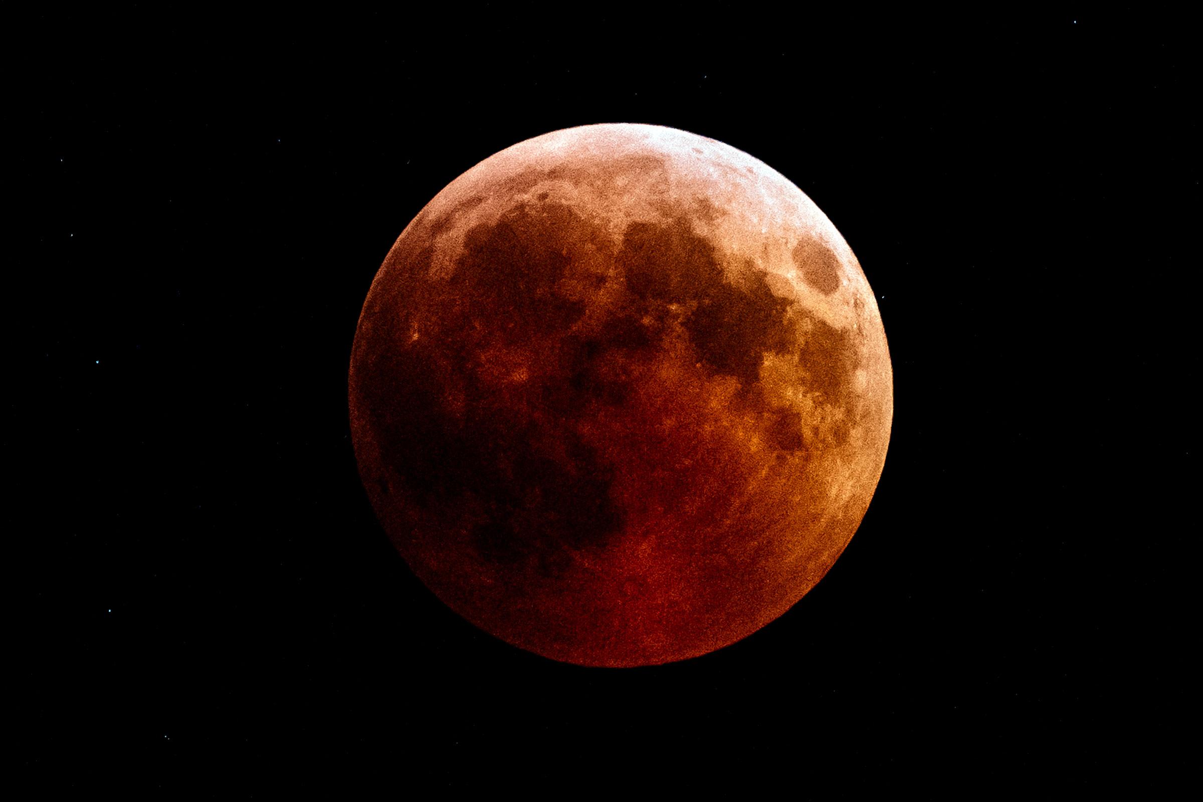 Hình mặt trăng máu cực đẹp