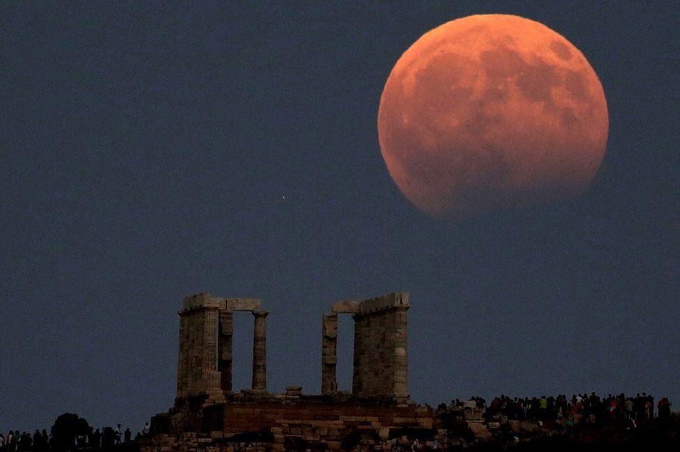Hình mặt trăng máu