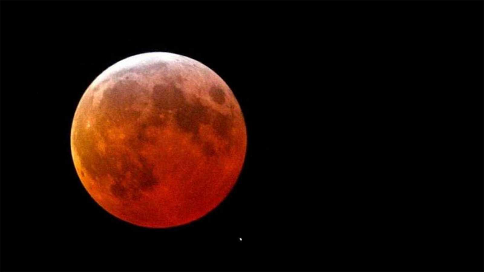 Hình trăng máu đẹp nhất