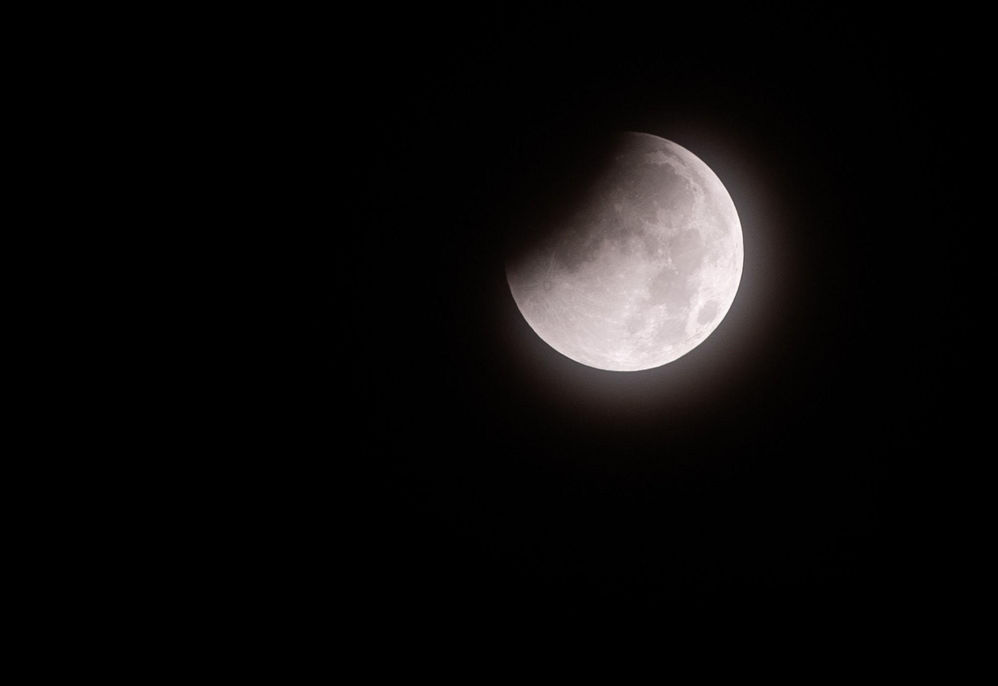 Hình ảnh mặt trăng khuyết