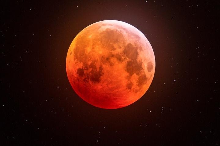 Hình ảnh mặt trăng máu