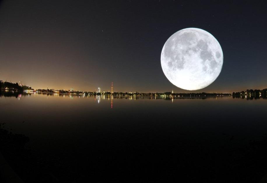 Hình ảnh mặt trăng trên bầu trời