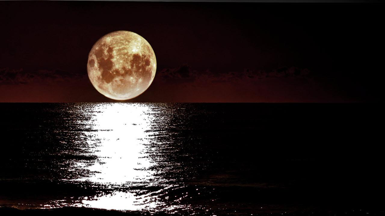 Hình ảnh mặt trăng trên biển