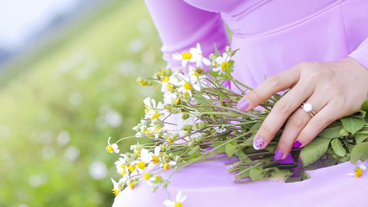 Hình ảnh cô gái bên hoa xuyến chi đẹp nhất