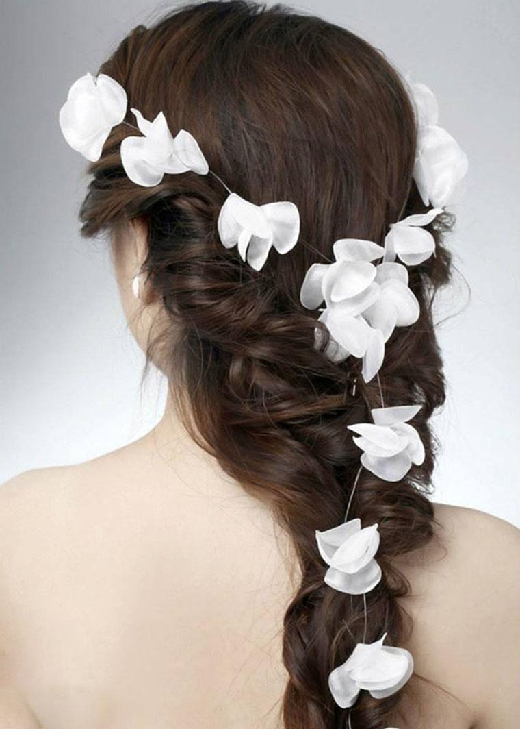 Kiểu tóc cô dâu cài hoa đẹp nhất trong ngày cưới