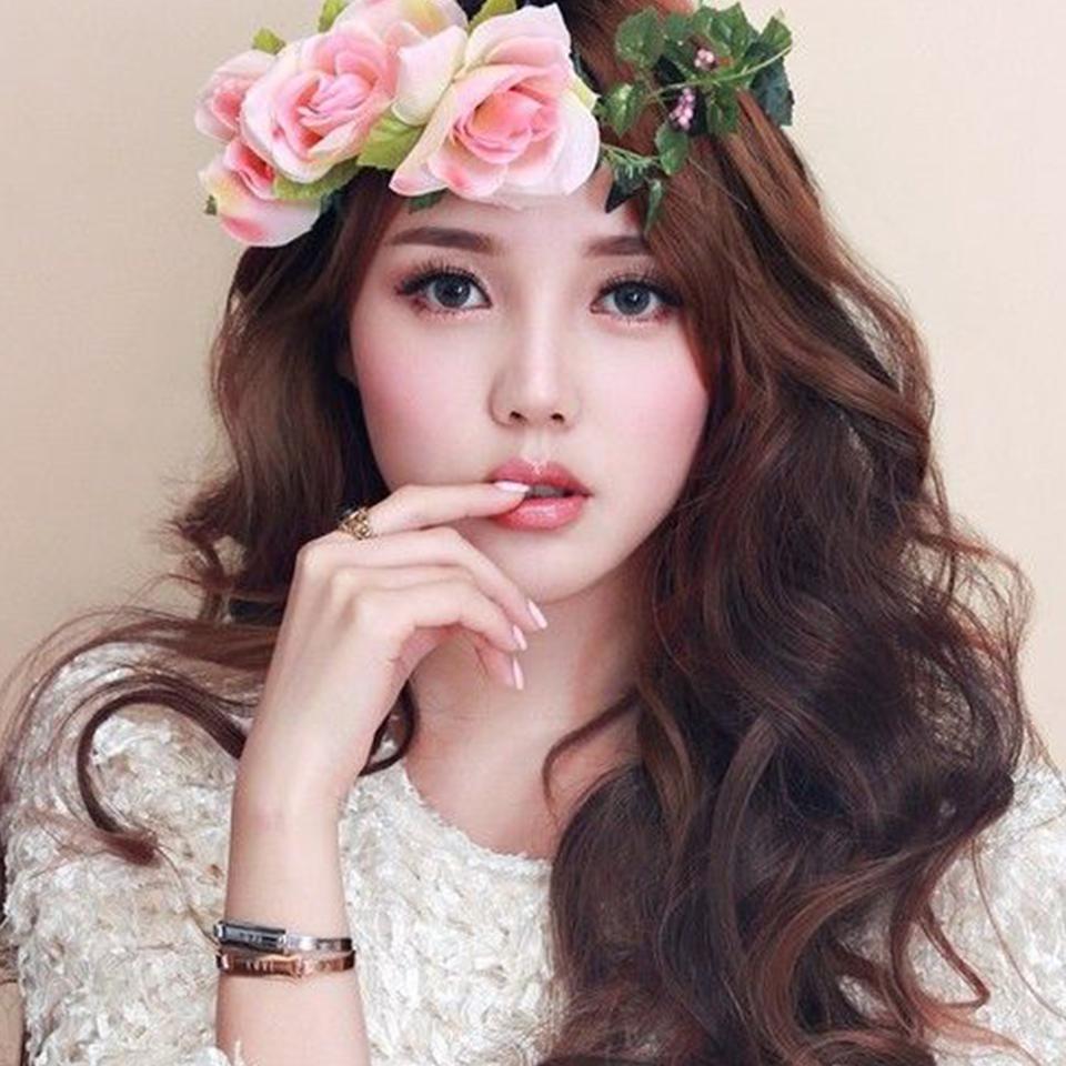 Kiểu tóc cô dâu có vòng hoa đẹp nhất