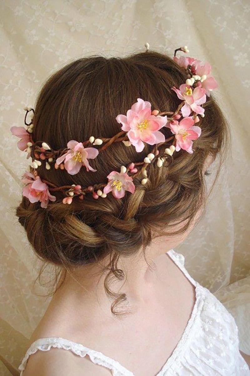 Kiểu tóc cô dâu gắn hoa đẹp trong ngày cưới