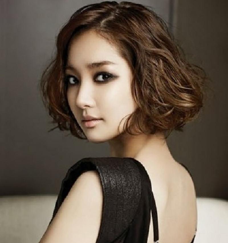 Kiểu tóc ngắn xoăn trẻ trung và cực đẹp