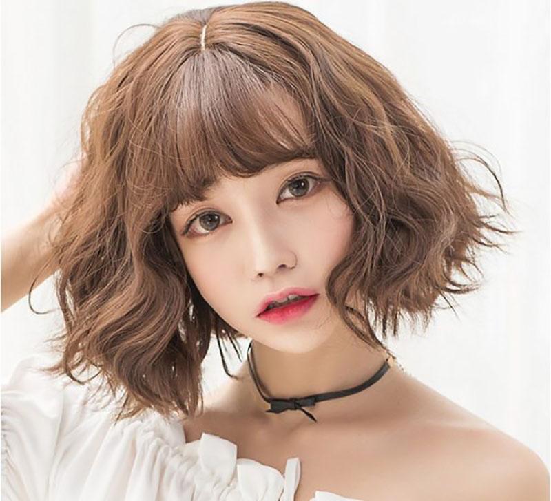 Kiểu tóc xoăn ngắn mái bằng đẹp