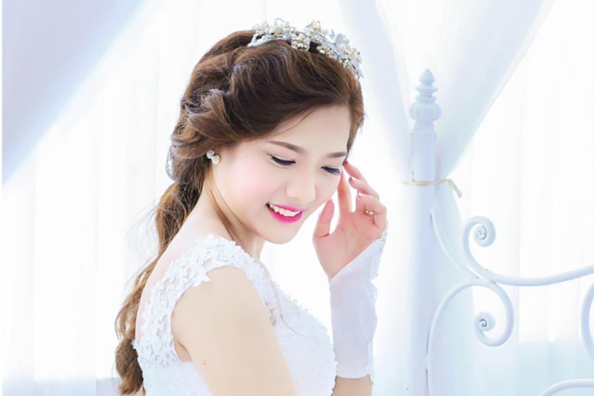Làm tóc cô dâu kiểu công chúa đep nhất