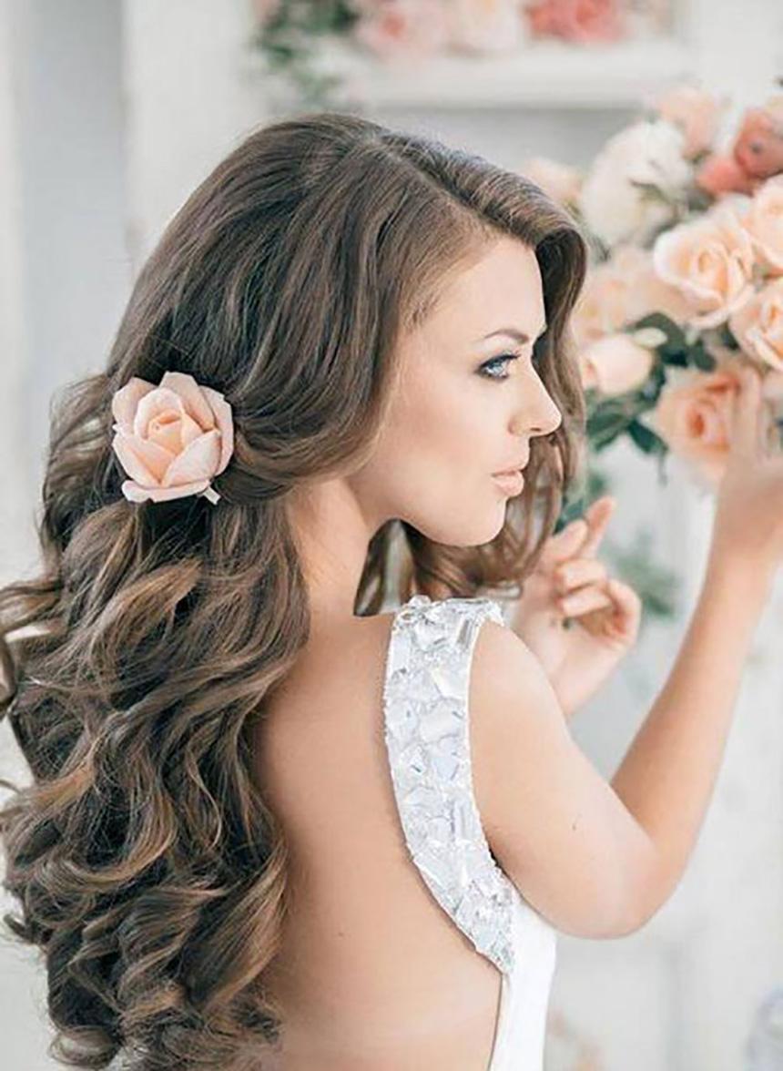 Tóc cô dâu hợp với mặt tròn