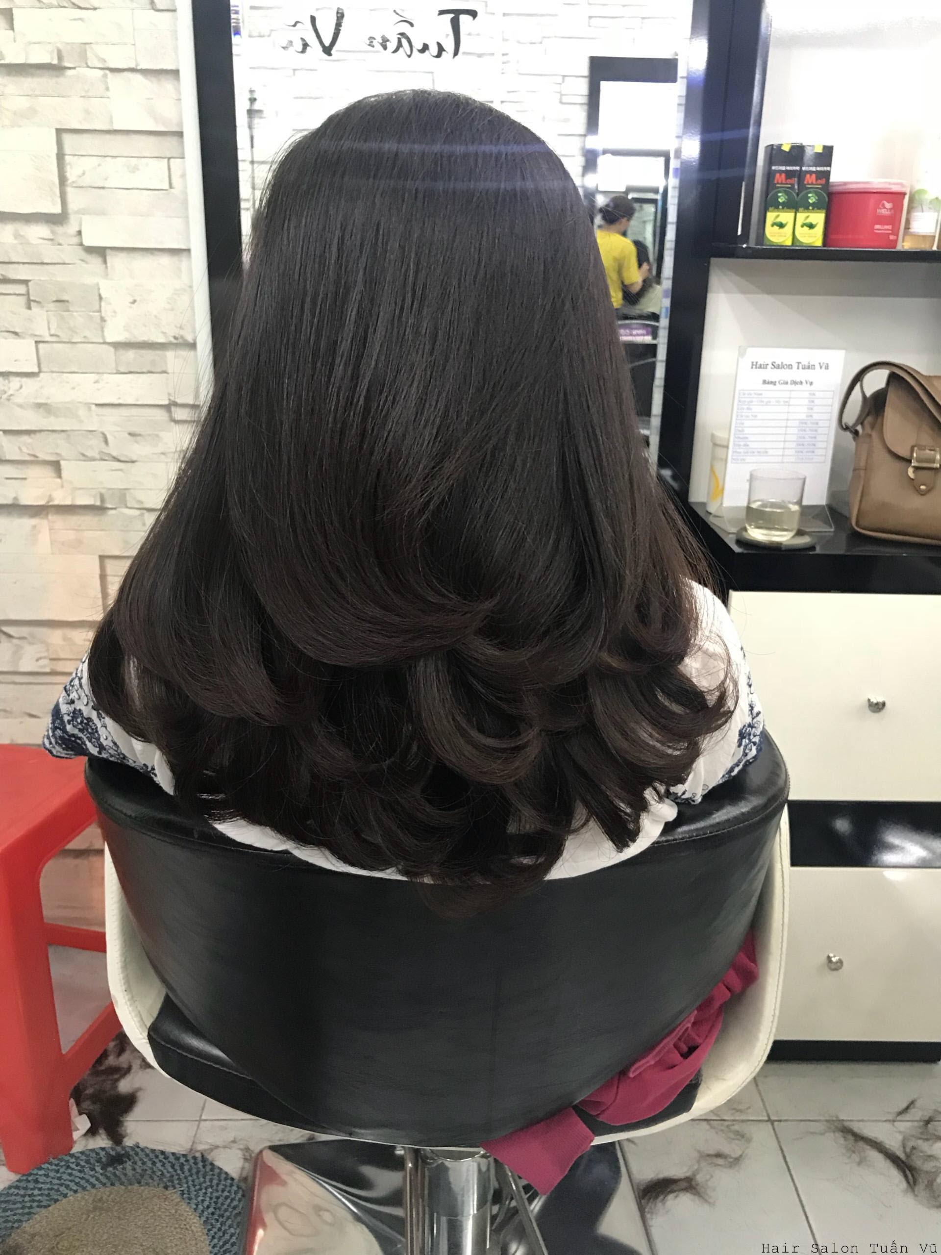 Tóc xoăn đuôi nhẹ