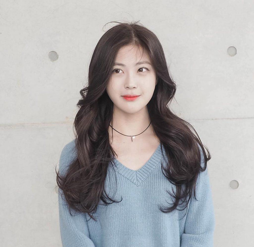 Kiểu tóc dài xoăn lọn to đẹp nhất
