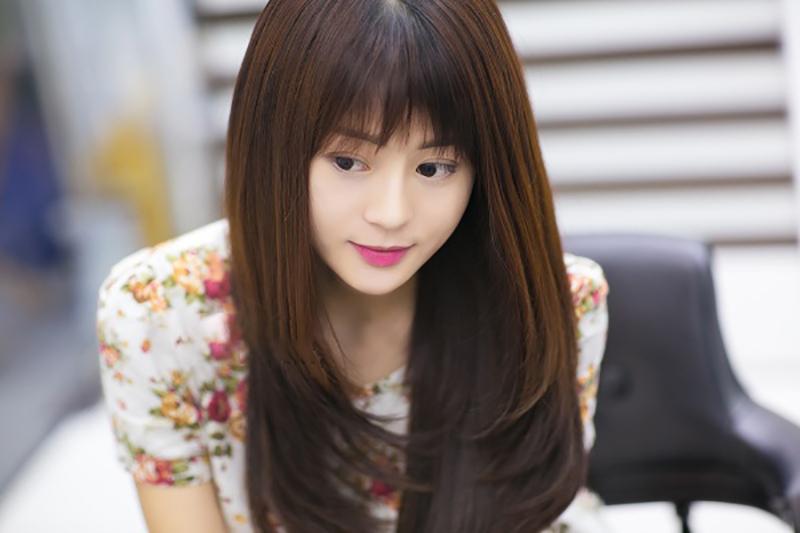 Kiểu tóc dài xoăn sóng nhẹ