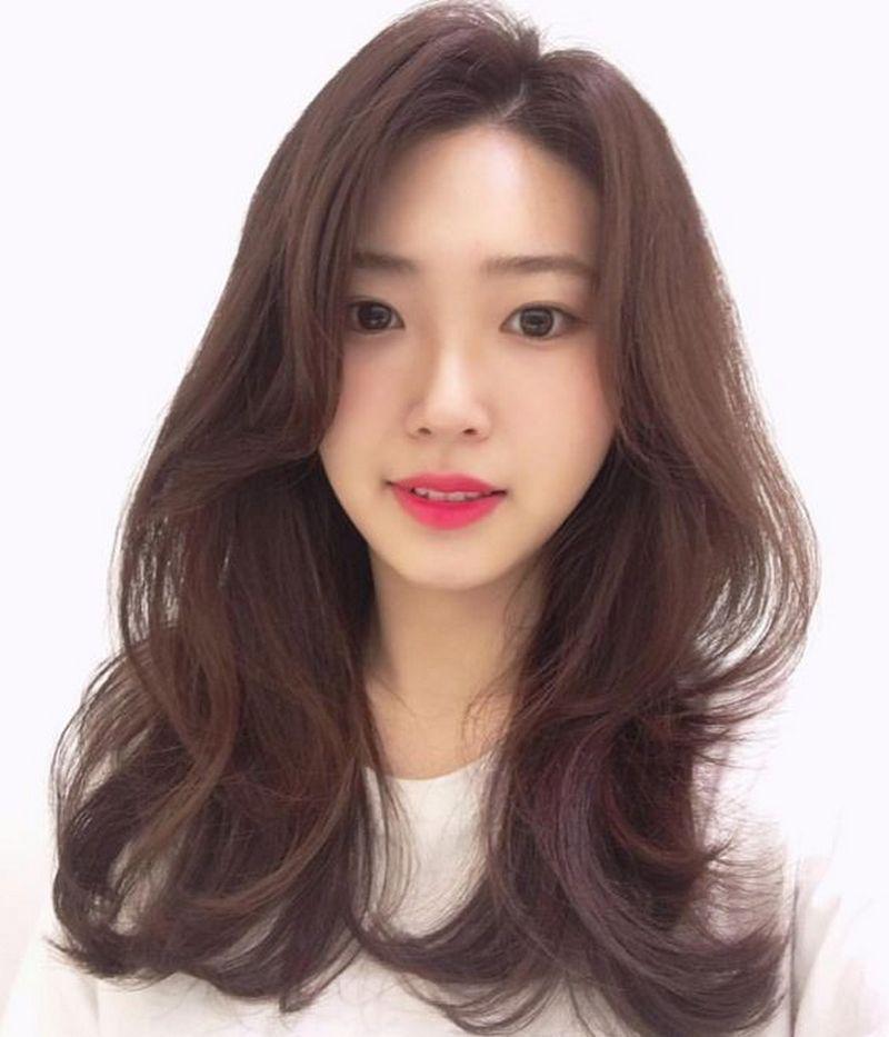 Kiểu tóc dài uốn xoăn gợn sóng đẹp nhất