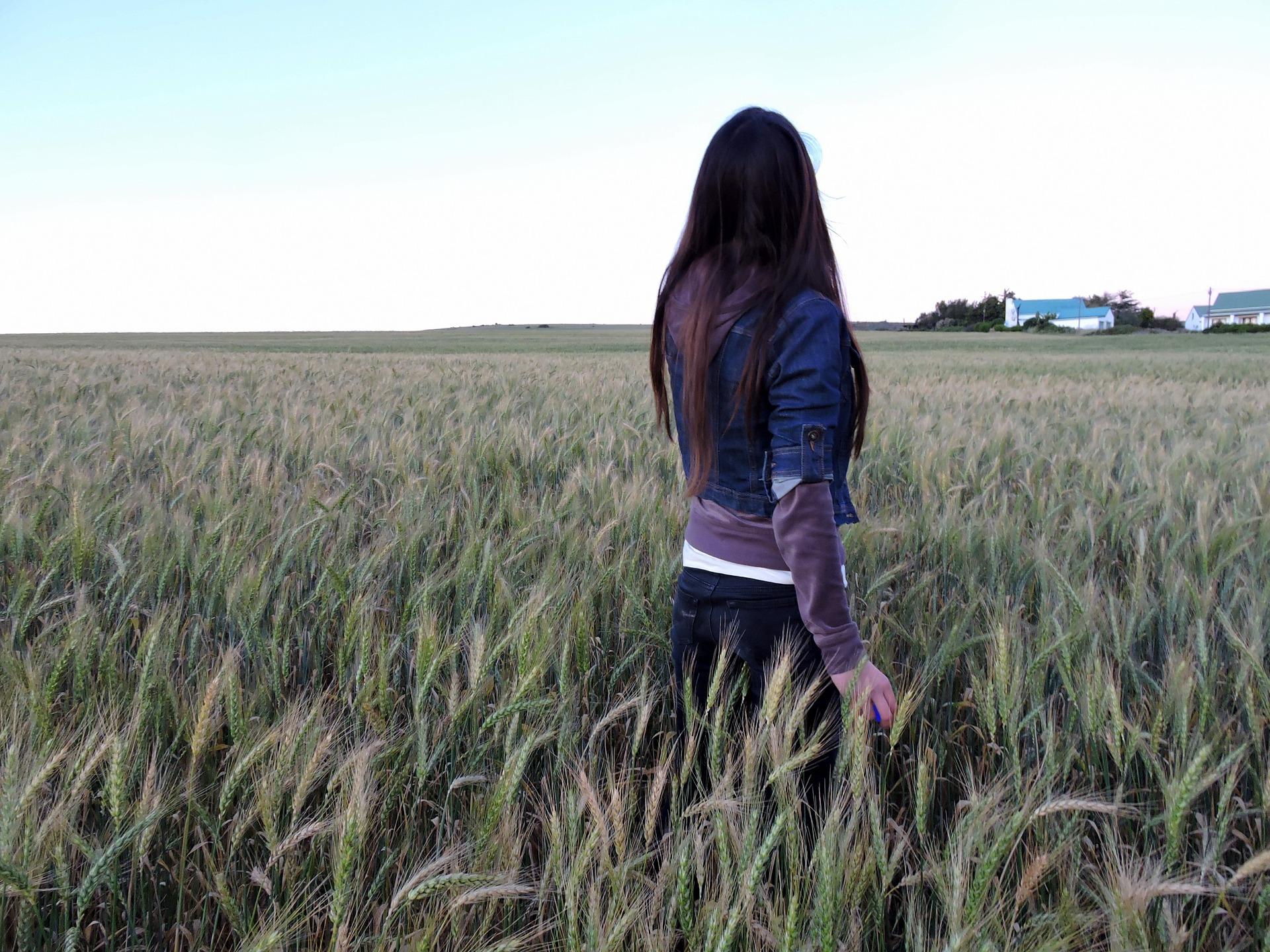 Tổng hợp hình ảnh cô gái buồn, cô đơn