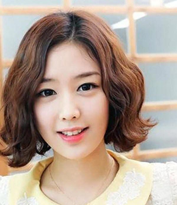 Tóc ngắn xoăn sóng nước Hàn Quốc