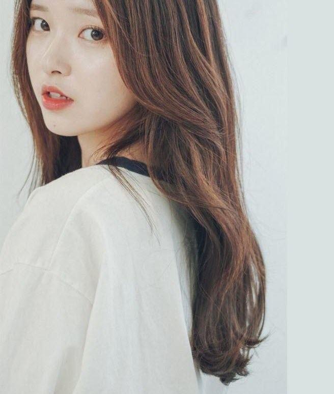 Kiểu tóc dài xoăn nhẹ Hàn Quốc
