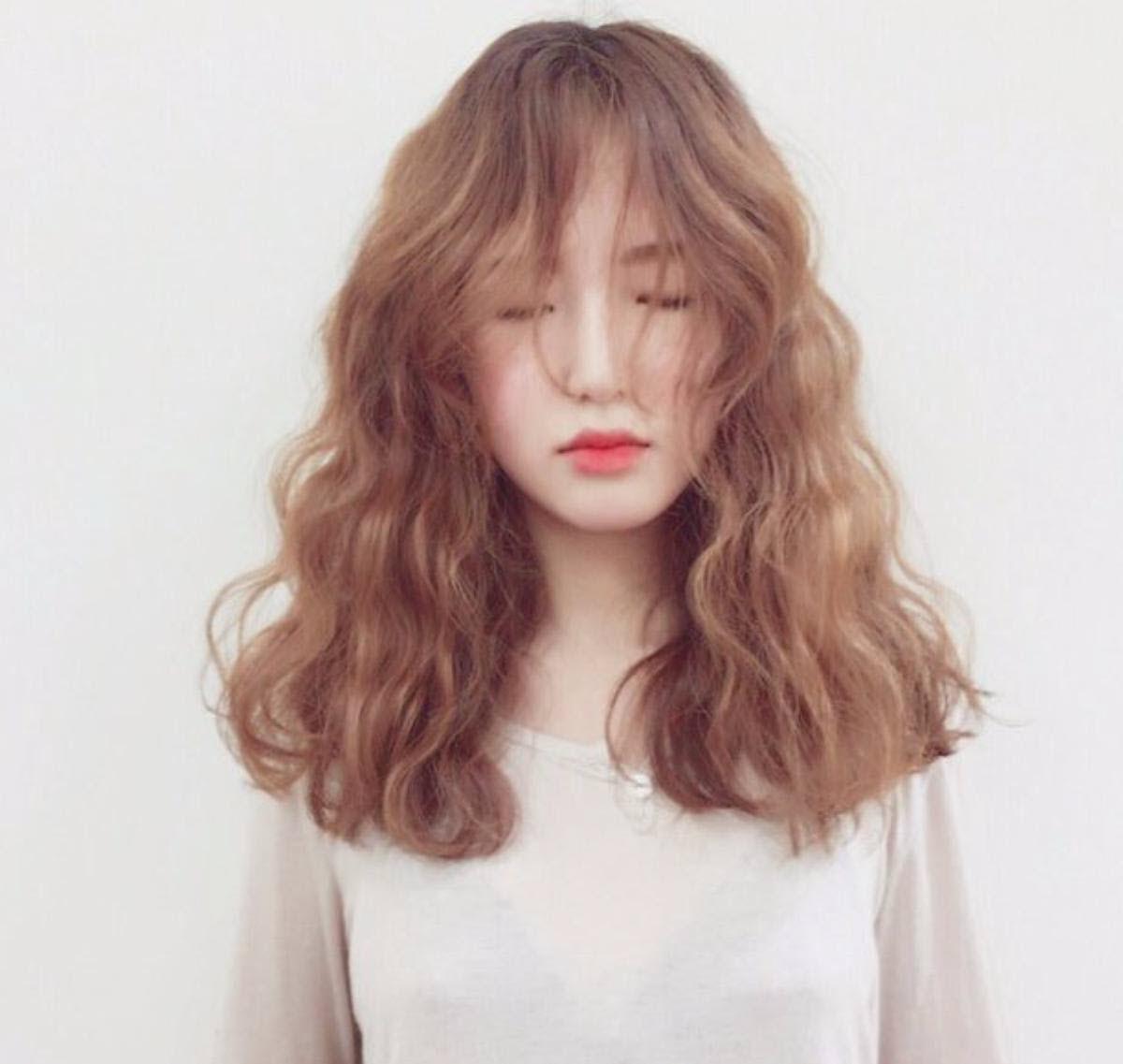 Kiểu tóc xoăn sóng nước ngắn