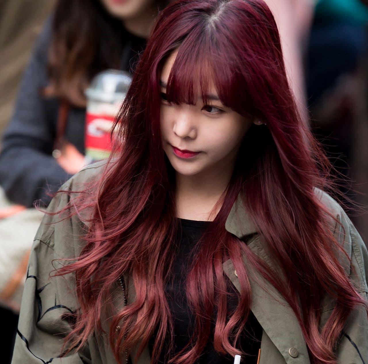 Màu nâu đỏ ánh tím