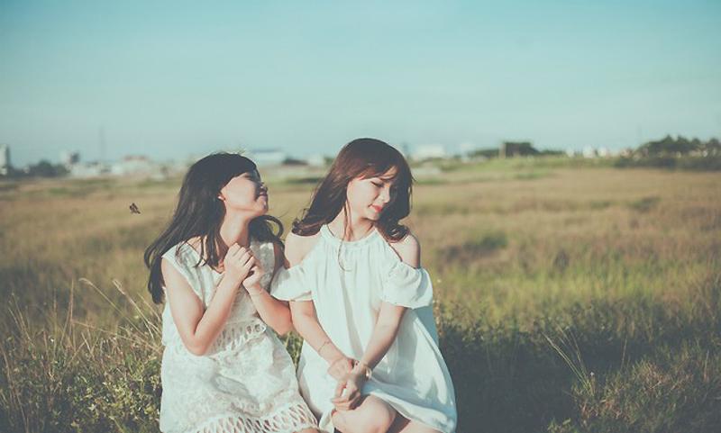 Hình ảnh đôi bạn nữ
