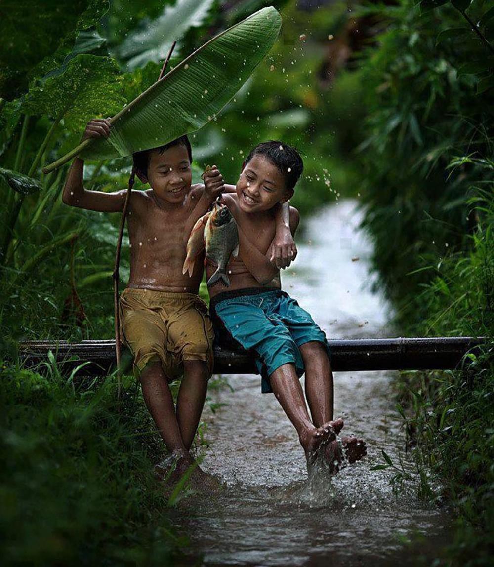 Hình ảnh tình bạn thơ ấu