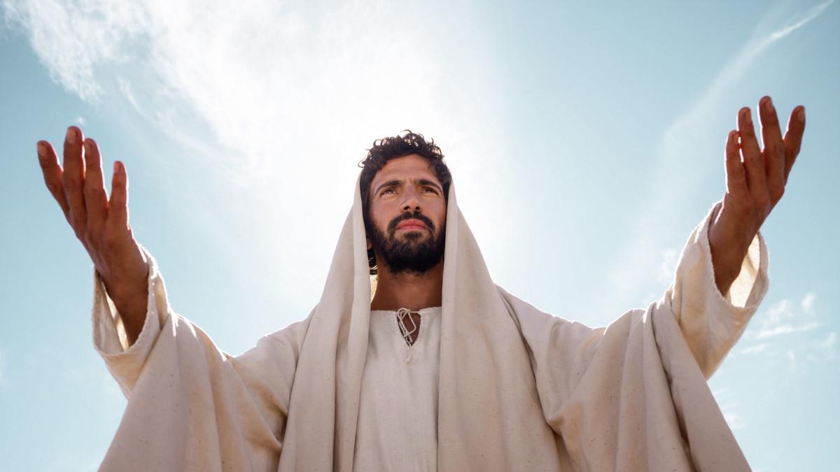 Chúa Giêsu ban chiếu ánh nắng vàng
