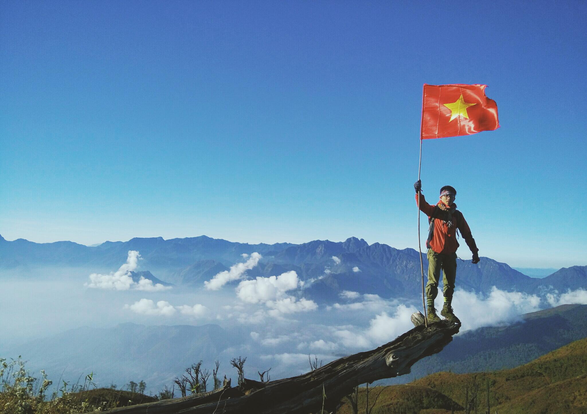Đi phượt khắp Việt Nam với lá cờ Tổ Quốc
