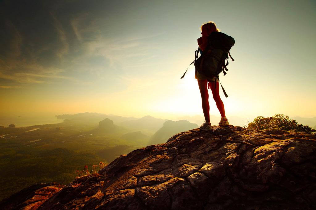Đi phượt trên đỉnh non cao đón bình minh và nắng sớm