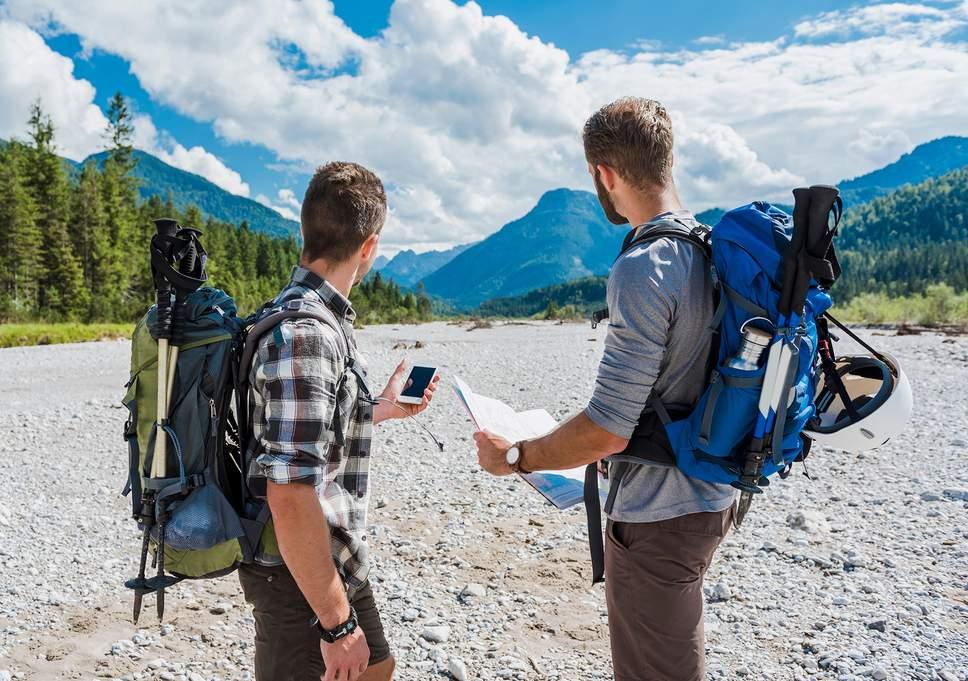 Đi phượt trong núi rừng với bạn thân