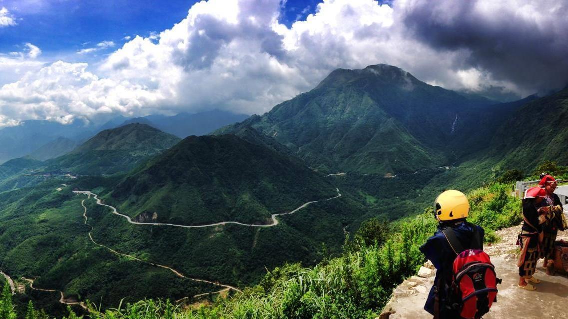 Đường phượt Sapa núi đá và đồi quanh co khúc khuỷu