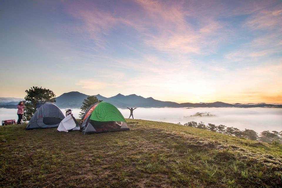 Phượt cắm trại trên đỉnh núi săn mây đuổi nắng
